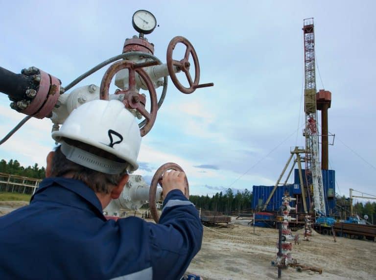 Canadian Company Commissions 3 Bitcoin Mining Units to Restart Oil - Canadian Company Commissions 3 Bitcoin Mining Units to Restart Oil Well